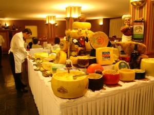 Hotel Bella Itália - Mesa de queijos na Noite Italiana