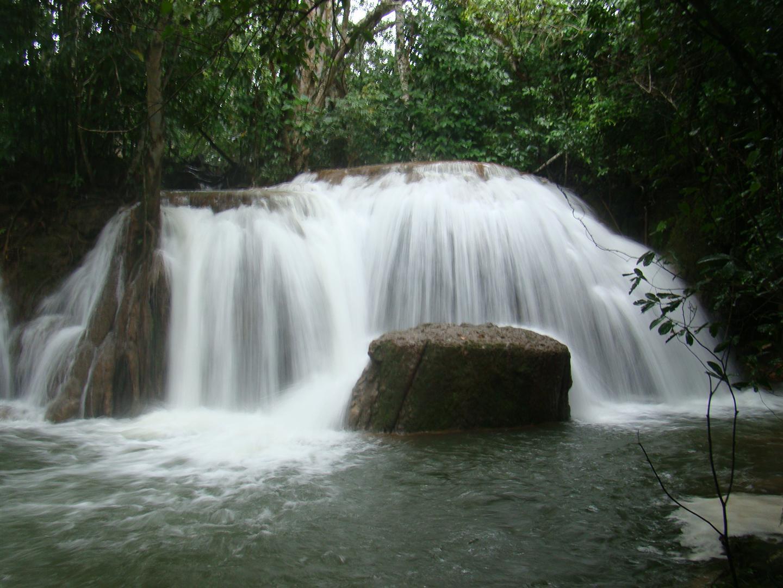 Uma das muitas cachoeiras da Estância Mimosa, Bonito - MS