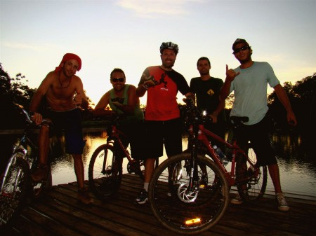 Grupo reunido após pedalada, Lobo Guará Bike Adventure, Bonito - MS