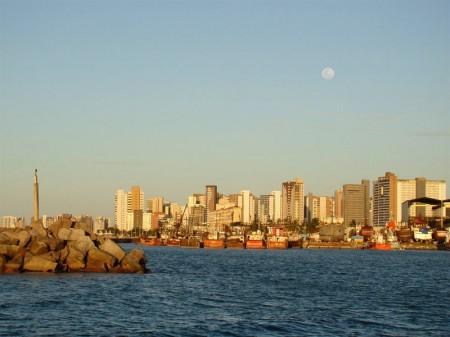 A orla de Fortaleza vista do mar