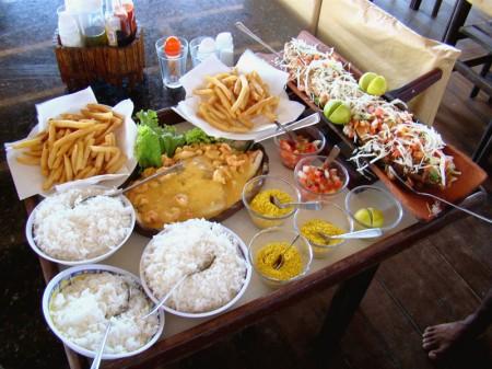 Almoço na Barraca Chega Mais em Canoa Quebrada