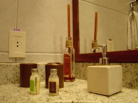 Produtos da Natura no banheiro da Pousada Jeribá