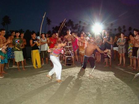 Roda de Capoeira na praia ao cair da noite