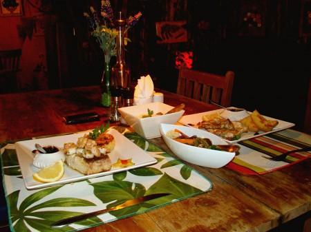 A comida fica ainda mais saborosa com o molho de tamarindo