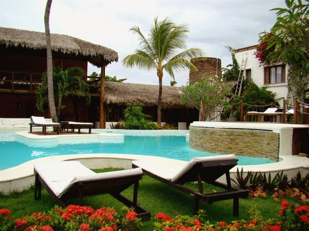 Piscina com ilha, bar, hidro e área de lazer