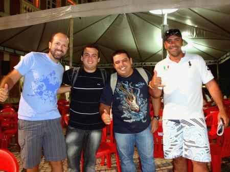 Com os blogueiros Átila Ximenes e Júnior Gomes (ao centro)