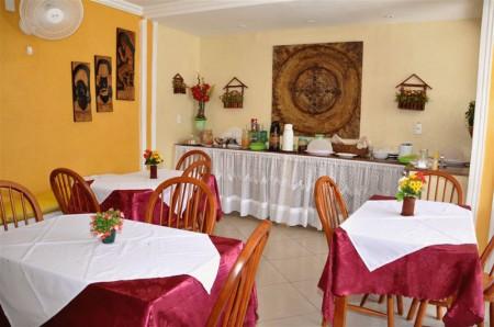 Café da manhã na Pousada Veleiro