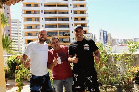 Júnior Gomes (ao centro) do Blog Diário de Mochileiro