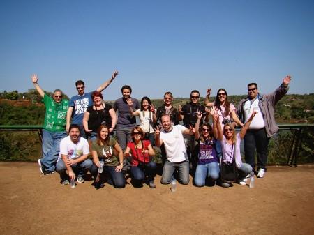 Os blogueiros reunidos no Marco das Três Fronteiras