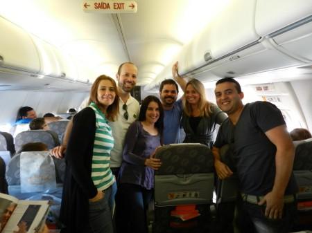 Blogueiros reunidos no avião da GOL