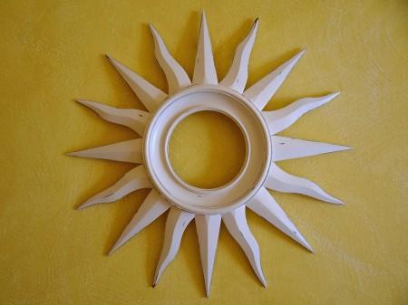 O sol é um dos objetos de decoração do quarto