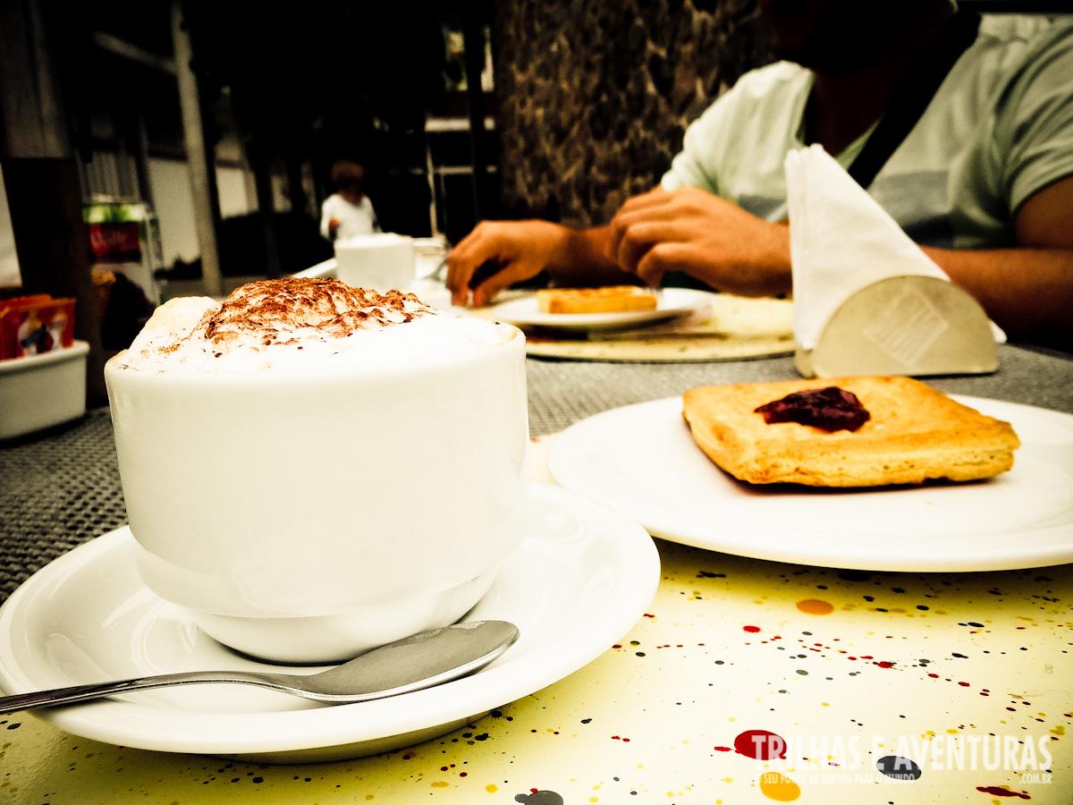 Capuccino e Waffle no Café da Manhã no Instituto Moreira Salles
