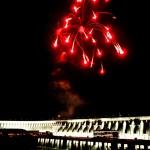 Iluminação especial da barragem de Itaipu com fogos