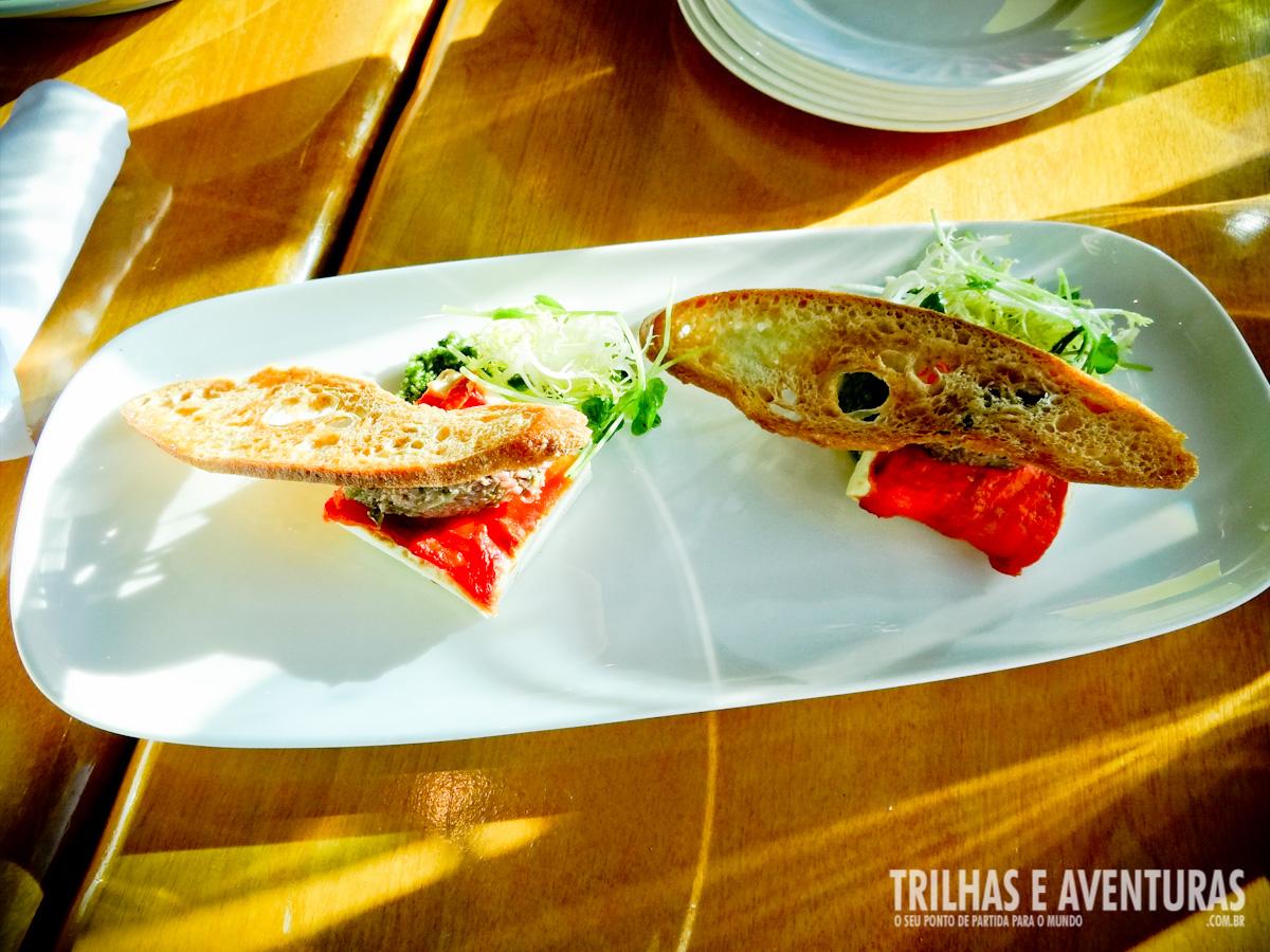 Entrada: Queijo de Cabra com Tomate Seco e Torradas