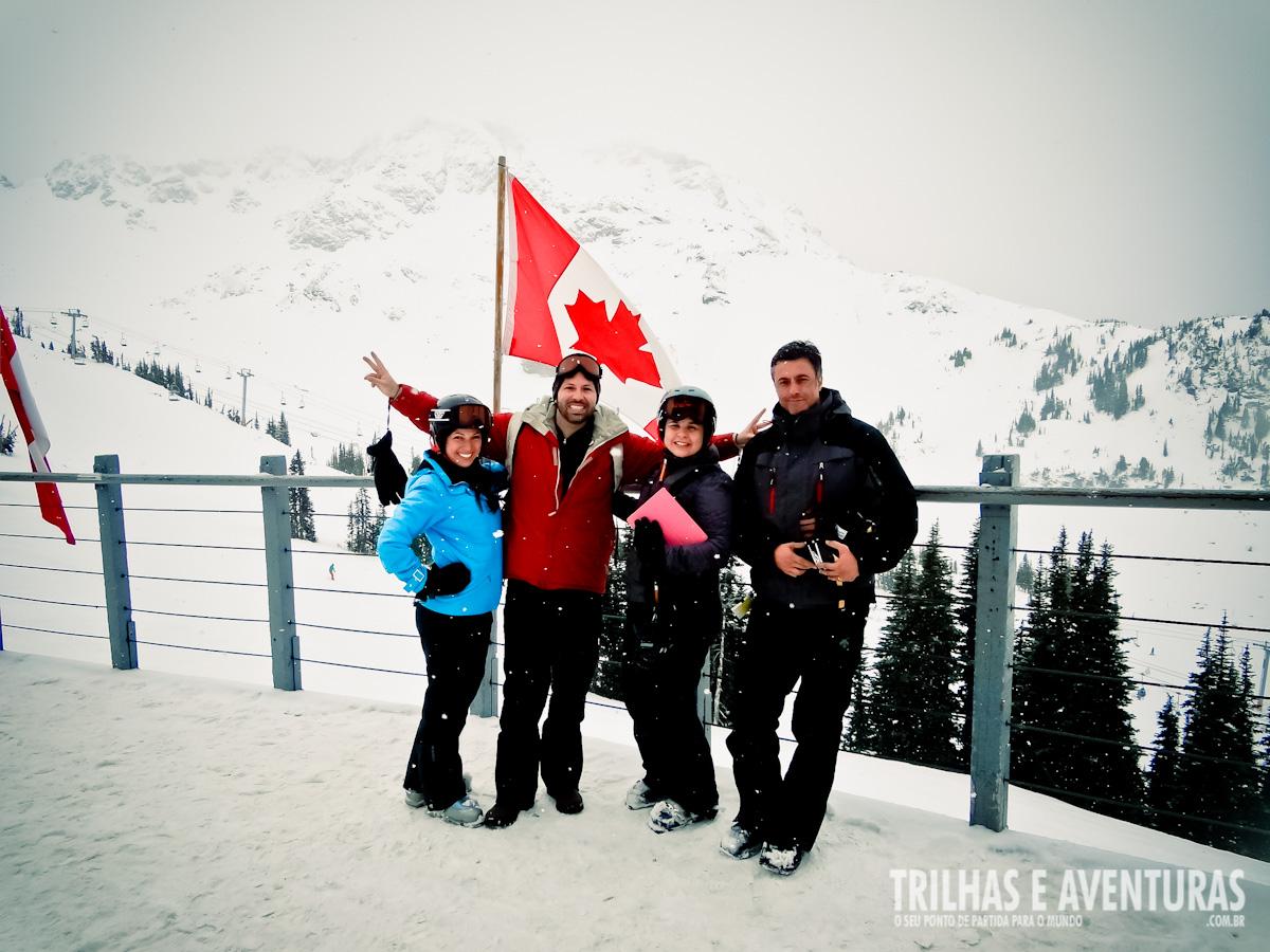 Equipe reunida no topo de Whistler