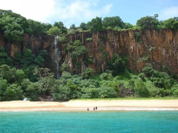 Praia do Sancho, a mais procurada pelos turistas