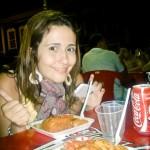 Olha a felicidade da Clarissa Donda provando o Acarajé da Dinha