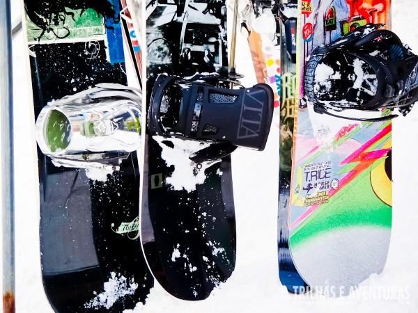 Pranchas de Snowboard e esquis podem ser alugados em diversas lojas