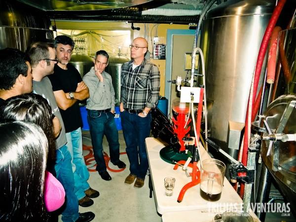 Tour no coração da cervejaria do The Banff Ave Brewpub