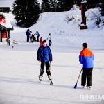 Praticando hóquei e patinação no gelo em Grouse Mountain