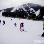 Aulas coletivas para grupos de crianças nas estações de ski