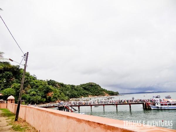 A muralha acimentada e a ponte sem o toldo