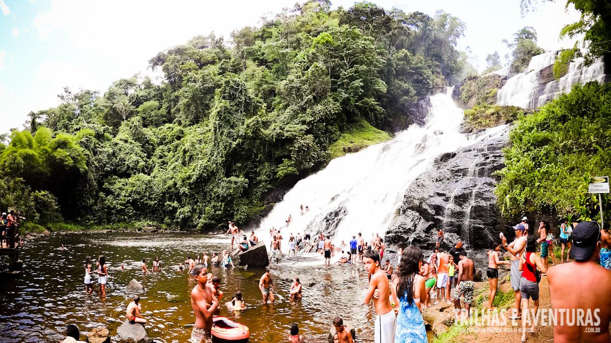 Evite a cachoeira em feriados e festas na região. Ela pode estar assim!