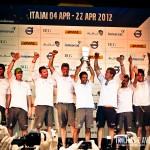 Equipe Groupama comemorando a vitória da regata de Itajaí