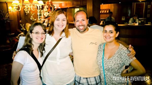 """As meninas do blog Paraguai Pink foram nossas """"personal shoppers"""" durante as compras"""
