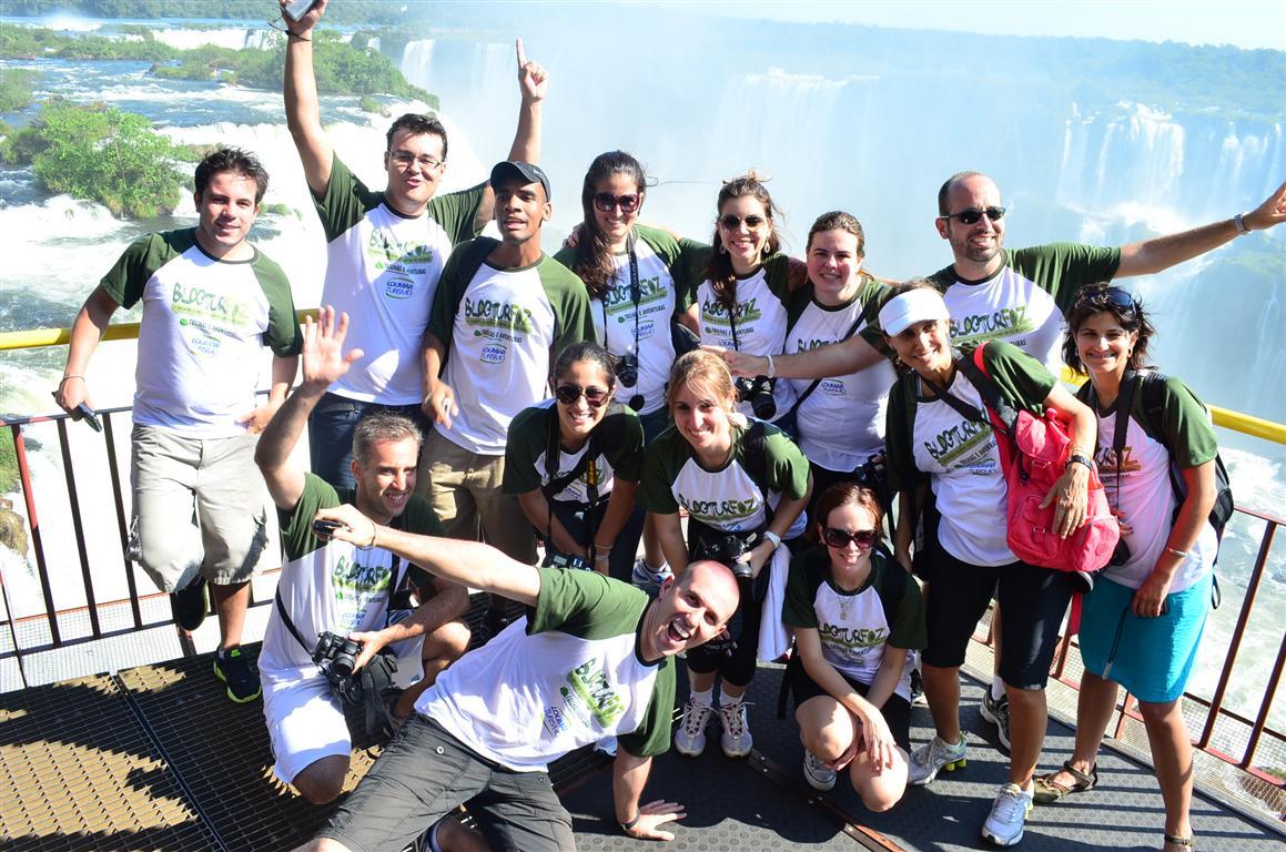 A foto oficial do BlogTurFoz só podia ser nas fabulosas Cataratas do Iguaçu