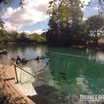 Deck do lago onde são realizados os mergulhos