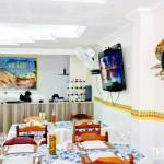 Ambiente ventilado e com TV para os clientes