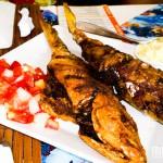 O peixe-frito servem facilmente duas pessoas