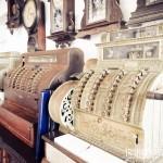 Máquinas registradoras antigas em um restaurante de Paraty