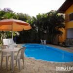 Área de lazer com piscina para adultos e crianças