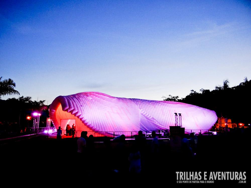 Iluminação noturna do Hub Estrela - Virada Digital