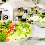 Saladas fresquinhas no restaurante