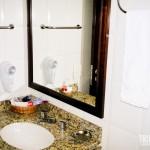 Banheiro simples e agradável