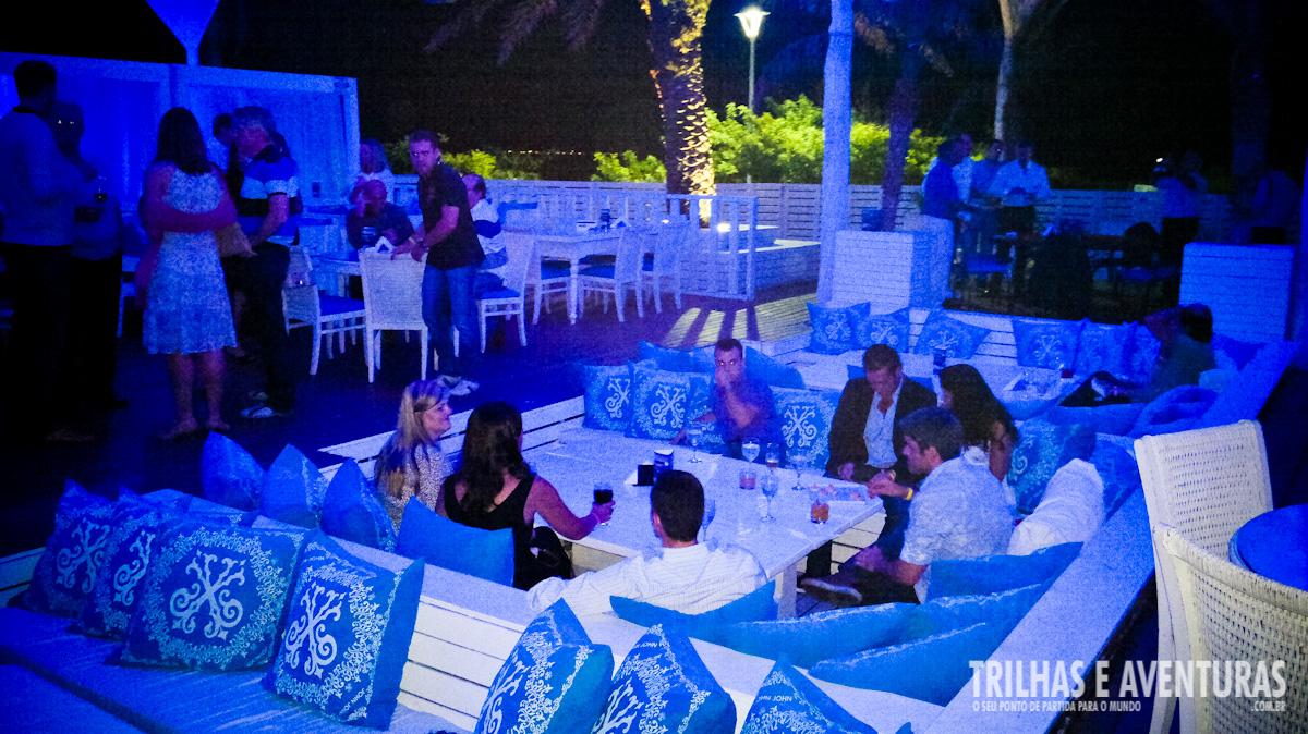 Ambiente externo e mesas do Cafe de La Musique