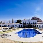 Área de lazer e piscina da Bodega el Esteco, Patios de Cafayate, Argentina