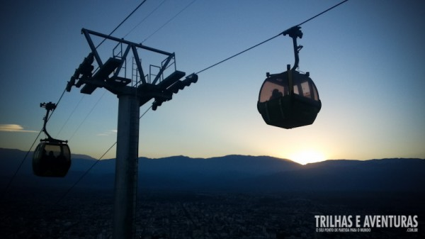 No Teleferico de Salta é possível ver o sol se pondo na pré-Cordilheiras dos Andes