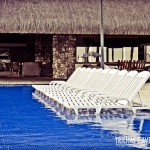 As cadeiras dentro da piscina são uma delícia
