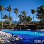 Área da piscina e espreguiçadeiras do Portobello Resort e Safari