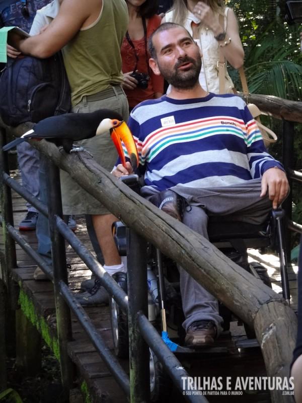 No Parque das Aves (Foz do Iguaçu) o cadeirante tem acesso total às experiências