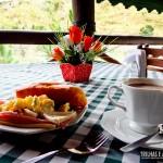 O café da manhã fica ainda mais gostoso com a vista pro campo