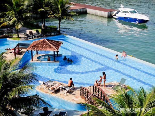 Vista do quarto para a piscina