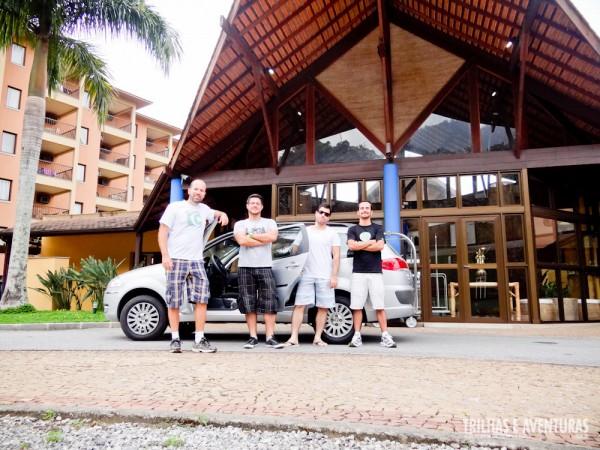Com o carro alugado da Unidas em frente ao hotel Golden Tulip Porto Bali, em Angra dos Reis