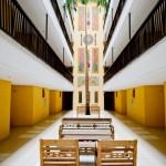 Saguão do prédio com os apartamentos
