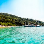 Uma das praias que paramos durante o passeio de barco em Paraty