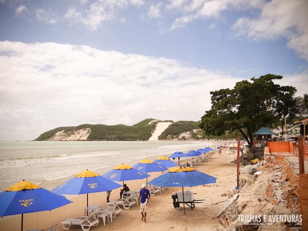"""A """"orla"""" da Praia de Ponta Negra está destruída"""